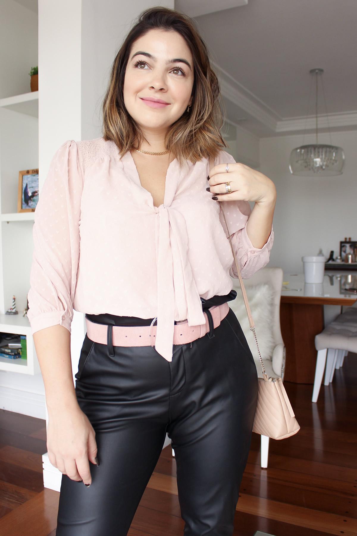 Look Escritório, Look Camisa Rosa, Look Calça Preta, Look Calça Clochard, Look Scarpin Rosa, scarpin rosa, bolsa rosa, calça preta, camisa rosa