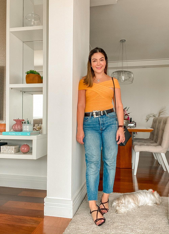Look Body Amarelo, look com body, look body, look com body amarelo, look moms jeans, mom's jeans, look mom's jeans, look com mom's jeans, look sandália preta, look amaro, it shop brasil