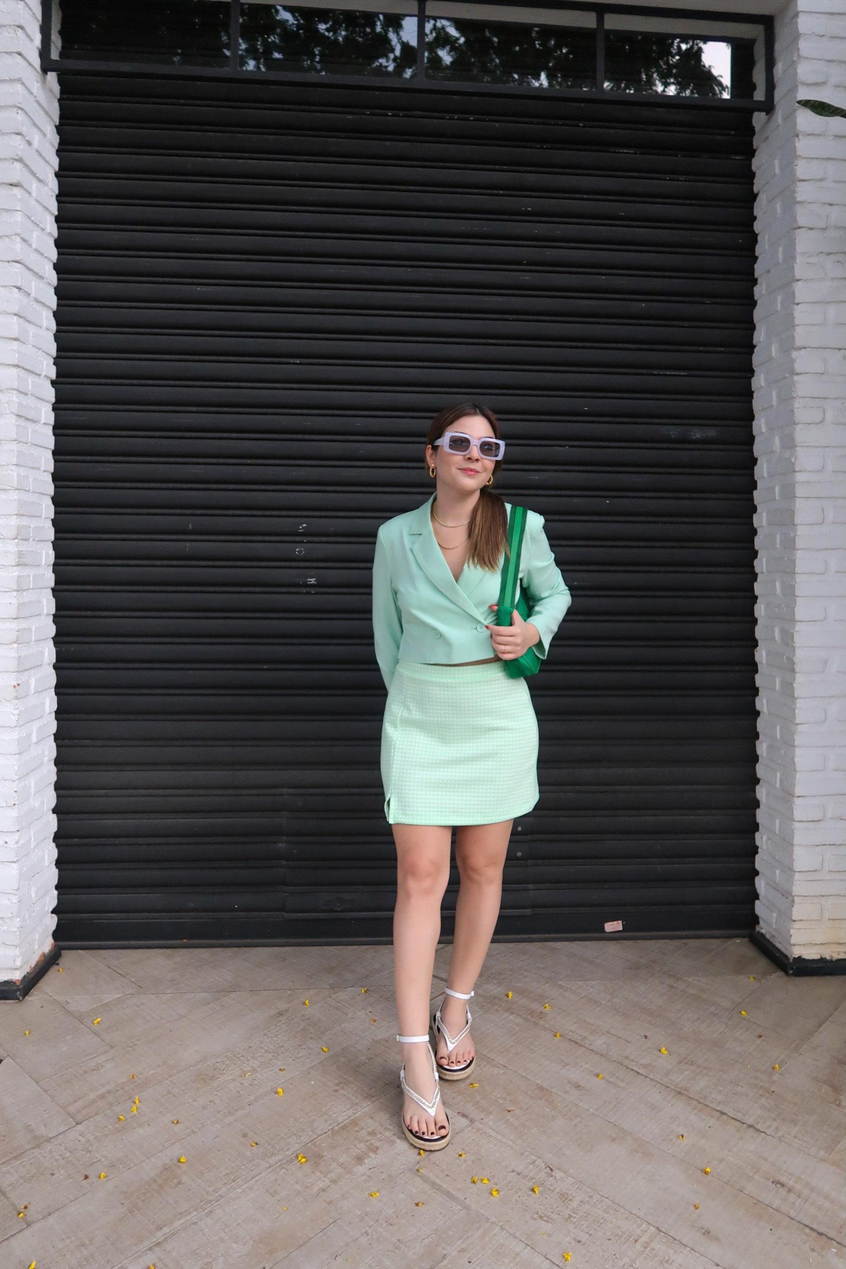 Look Blazer Cropped, Blazer Cropped, Look Blazer Cropped Verde, Look Blazer Cropped Menta, sandalia chanel inspired, bolsa verde, oculos retangular