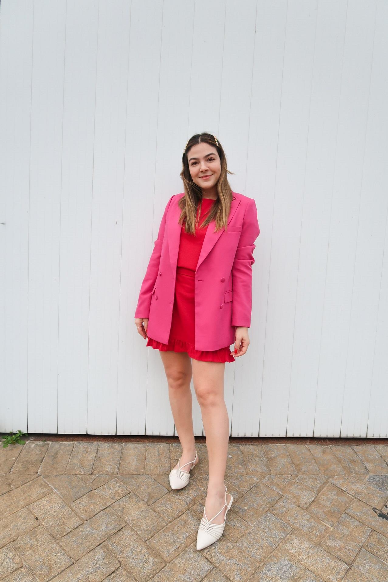 blazer alongado rosa, blazer alongado, blazer rosa, blazer amaro, amaro, sapatilha off white, vestido linho, vestido vermelho, Look Blazer Rosa Vestido Vermelho